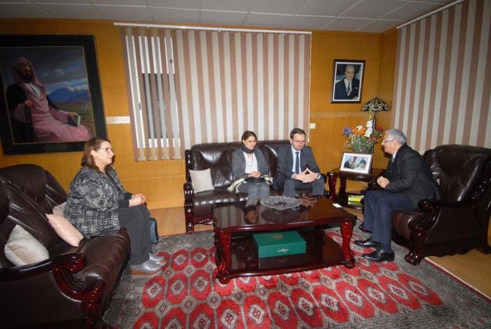 الأخ الأمين العام لحزب الاستقلال يستقبل المدير المقيم للمعهد الديمقراطي الوطني
