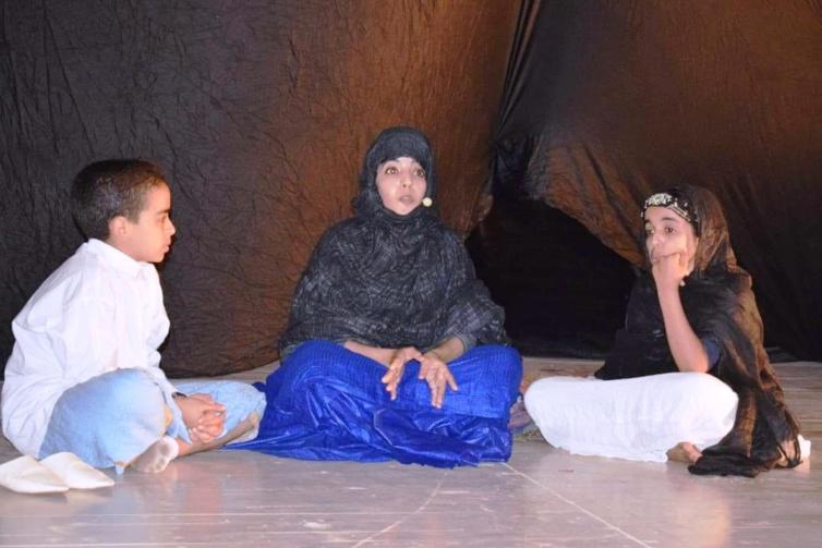 احتفاء مسرحي بالمرأة الصحراوية بطانطان