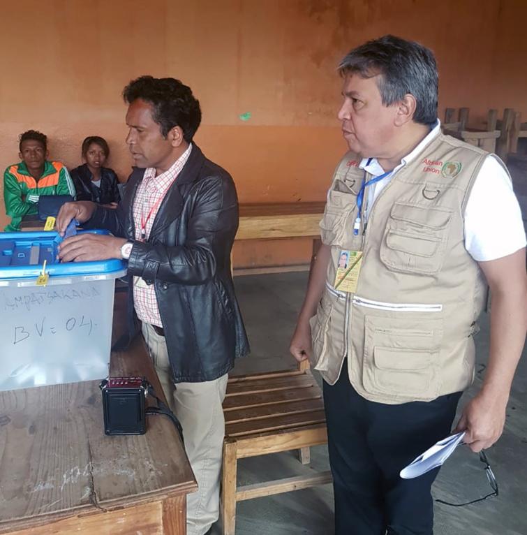 الأخ عبداللطيف أبدوح ضمن بعثة الاتحاد الإفريقي لمراقبة الدور الثاني للانتخابات الرئاسية في جمهورية مدغشقر