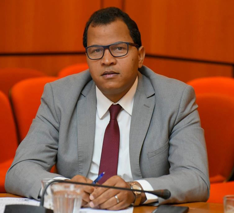 الأخ عمر عباسي : إقرار الخدمة العسكرية يقتضي من الحكومة جعل هذه الخدمة المواطنة ضمن السياسة المندمجة الجديدة للشباب