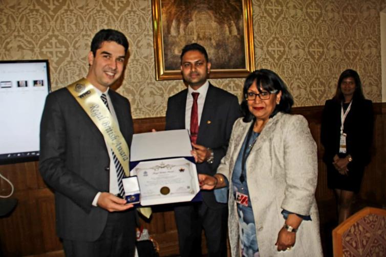 """من قلب برلمان أعرق ديمقراطيات العالم.. الأخ عبد المجيد الفاسي يتوج بجائزة """"ريكال بريتش أوارد"""" الدولية"""