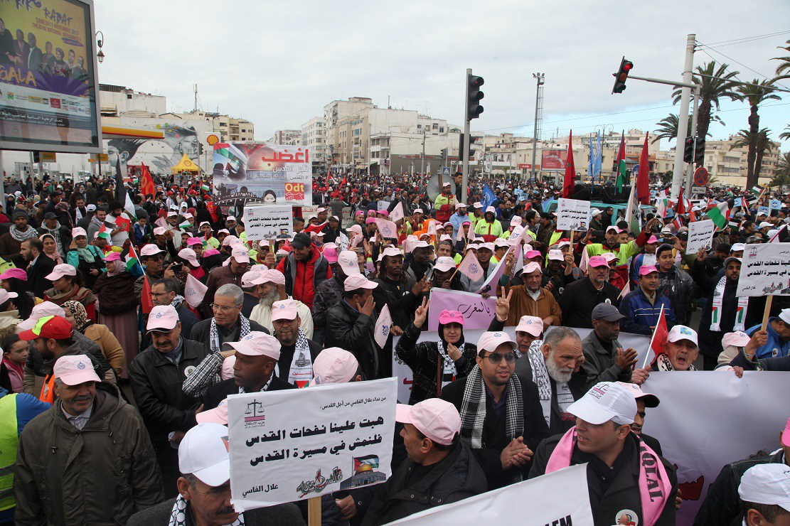 في مسيرة شعبية حاشدة: المغاربة ينتفضون ضد القرار الأمريكي الظالم في حق الشعب الفلسطيني