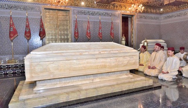 أمير المؤمنين يترحم على روح جده الطاهرة الملك محمد الخامس