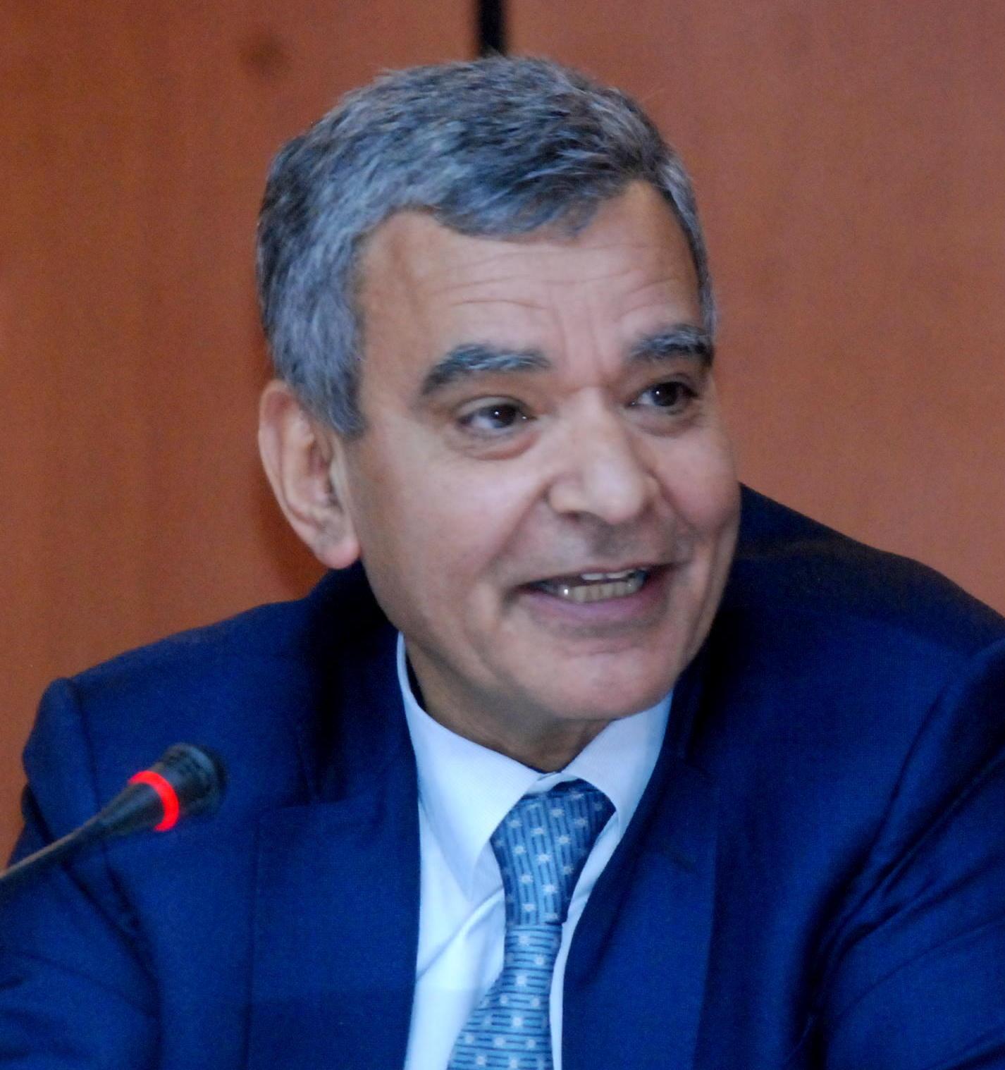 الاخ أحمد التومي : المقاولات والمؤسسات العمومية مدعوة الى الانخراط في البورصة للمساهمة في خلق الثورة