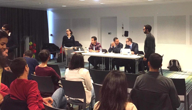 الأخ ياسين جولال يشارك في مائدة مستديرة حول الخدمة العسكرية بباريس