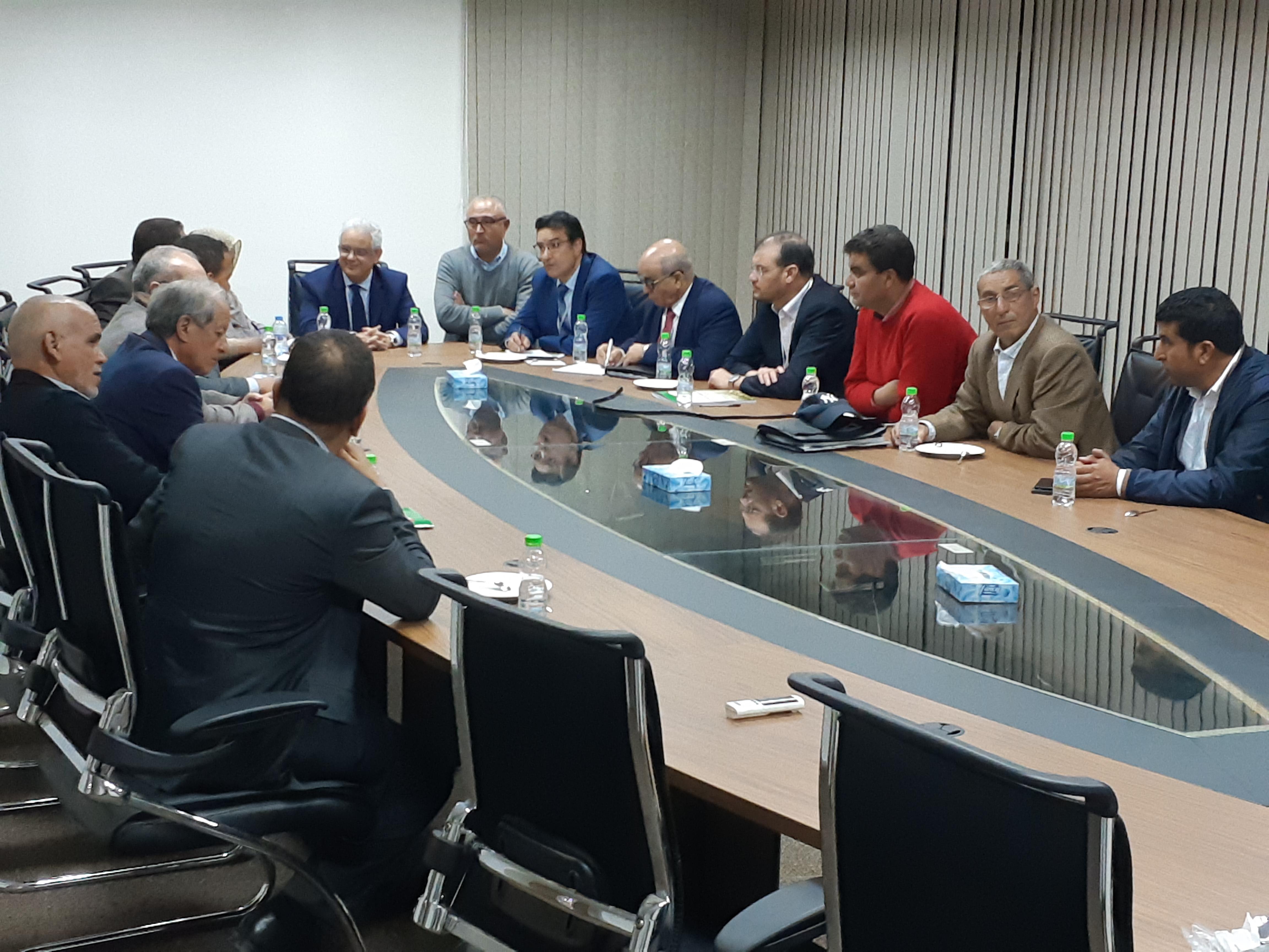 الأخ نزار بركة يعقد لقاءا تواصليا وتشاوريا هاما مع المستشارين الاستقلاليين بالغرف المهنية بجهة بني ملال - خنيفرة