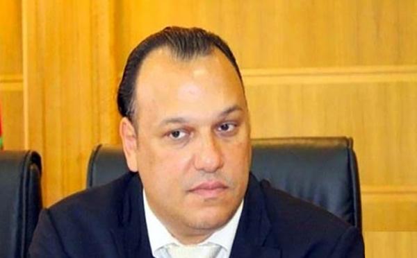 الأخ محمد سعود أطروحته لنيل الدكتوراه في القانون العام بالفرنسية