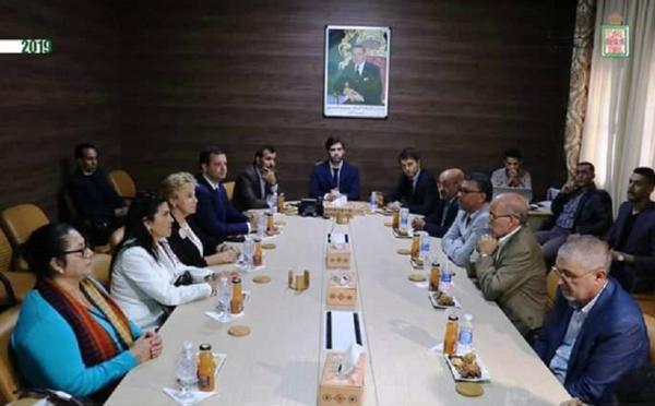 برلمانيون ورؤساء أحزاب وفاعلون مدنيون وهيئات دولية من إيطاليا وفنزويلا والأكوادور وغواتيملا في زيارة لمدينة العيون