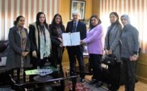 الأخ الأمين العام لحزب الاستقلال يتسلم تصور  فتيات الانبعاث حول مكانة الشابة والمرأة في النموذج التنموي الجديد